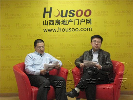 活动现场 左为易居中国克尔瑞太原分机构负责人李峰,右为山西房地产